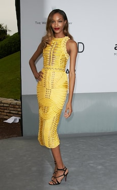 Elegantes Styling in der Trendfarbe